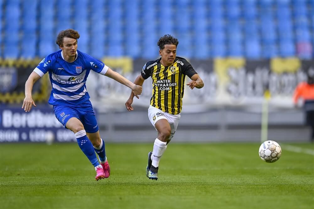 """Ajax aast wederom op Rav van den Berg""; image source: Pro Shots"