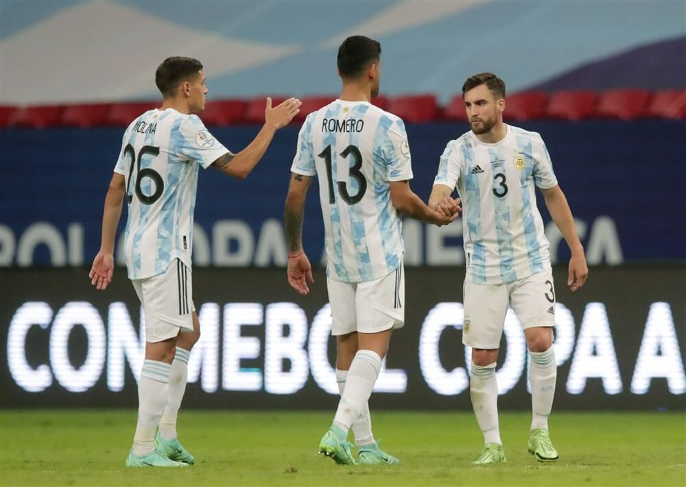 Nicolás Tagliafico en Lisandro Martínez winnen Copa América; image source: Pro Shots