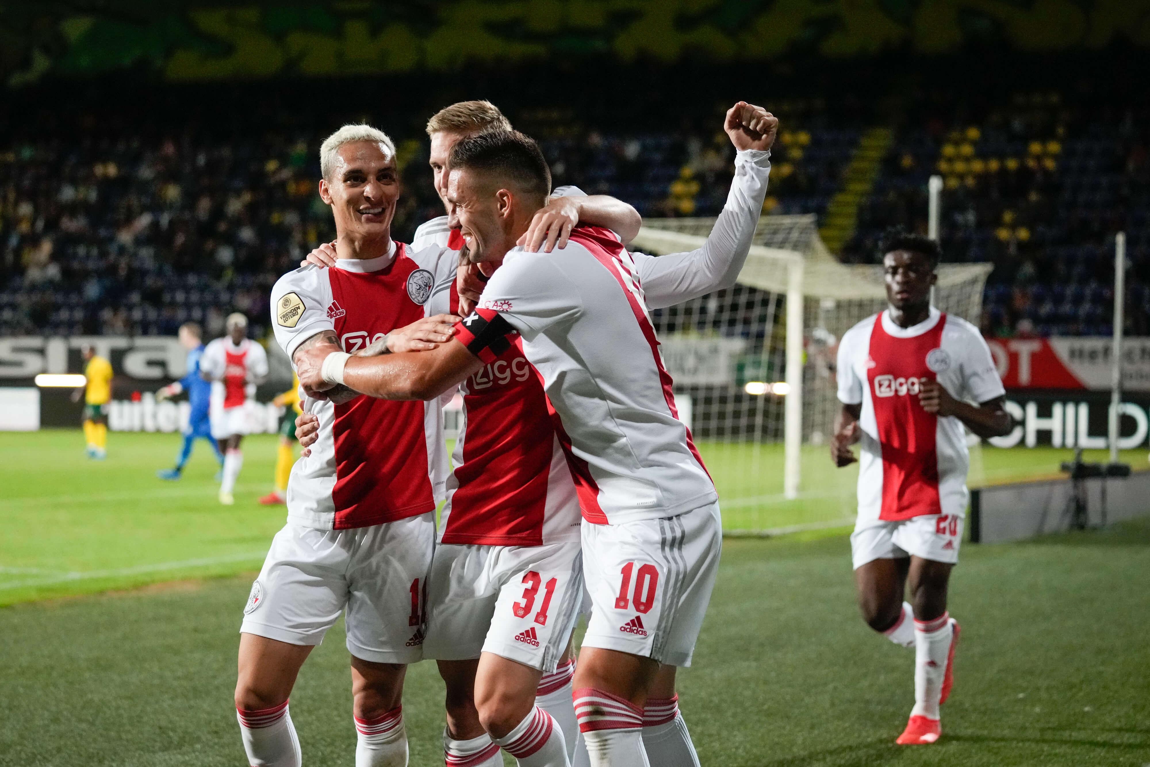 Ajax dendert ook met speels gemak over Fortuna Sittard heen: 0-5; image source: Pro Shots