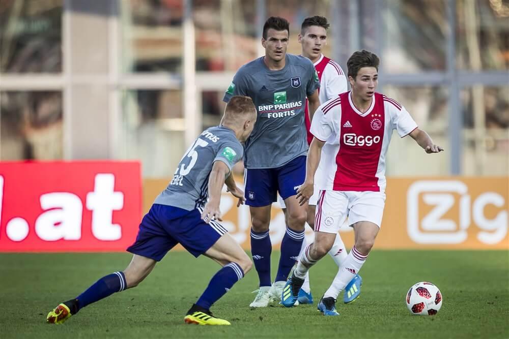 """""""Burgemeester Brussel verbiedt oefenwedstrijd tussen Anderlecht en Ajax""""; image source: Pro Shots"""