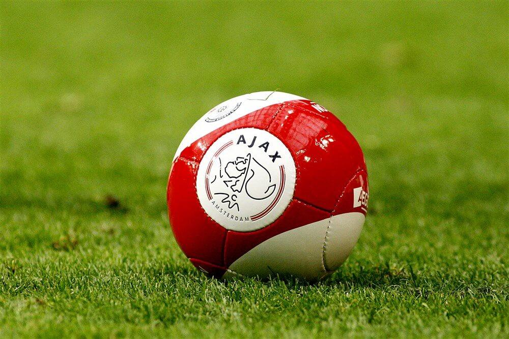 """Ajax-tenue uit jaren """"70 verkozen tot meest legendarische ooit; image source: Pro Shots"""