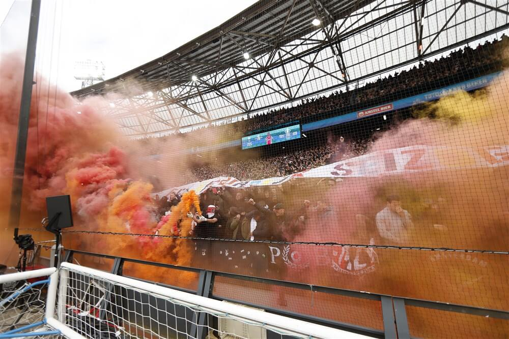 Forse geldboete voor Ajax vanwege vuurwerk; image source: Pro Shots