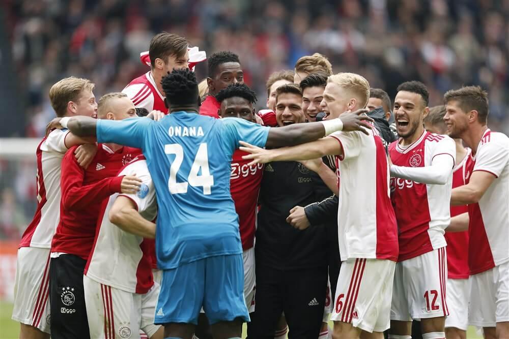 Huldigiging Ajax donderdagmiddag op Museumplein; image source: Pro Shots