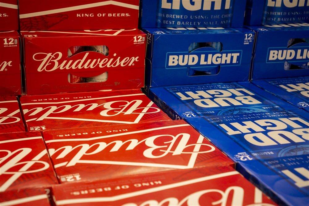 Ajax sluit miljoenendeal met biermerk Budweiser; image source: Pro Shots
