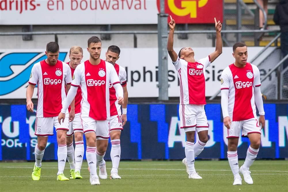Ajax komt ondanks zeer matige tweede helft zonder kleerscheuren weg bij ADO Den Haag: 0-2; image source: Pro Shots
