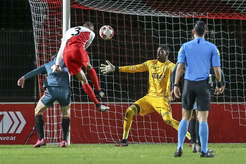 Bruno Varela stelt zwaar teleur tijdens harde nederlaag Jong Ajax; image source: Pro Shots