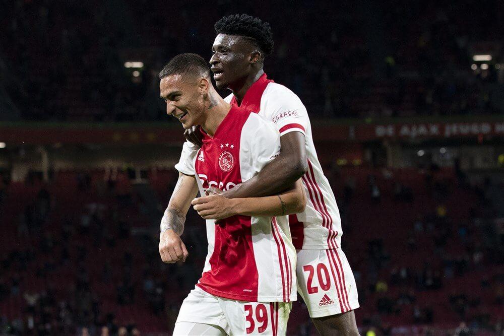 Ajax strijdend naar zege tegen Vitesse; image source: Pro Shots