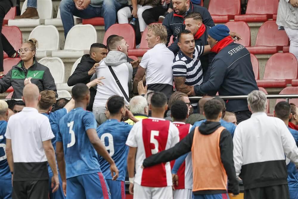 """""""Harde kern Ajax op uitnodiging van John Heitinga bij wedstrijd tegen Feyenoord O19""""; image source: Pro Shots"""