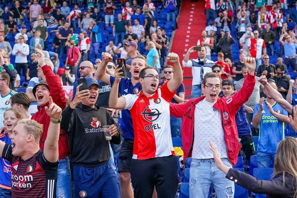 """Mark Rutte: """"Voetbalsupporters moeten gewoon hun bek houden en de wedstrijd kijken""""; image source: Pro Shots"""