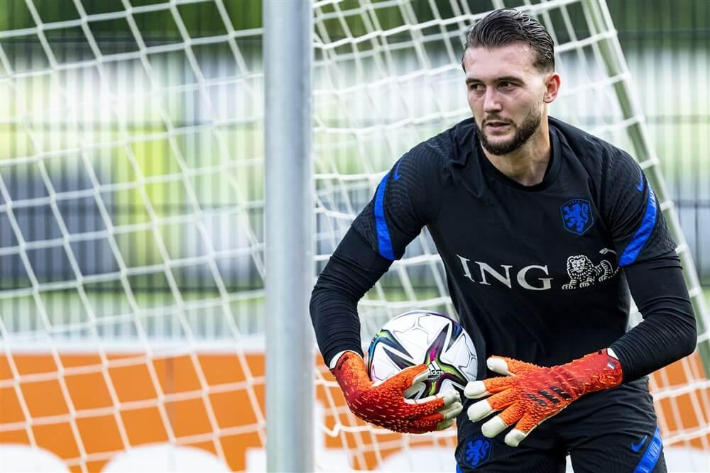 Joël Drommel ook op de tribune tijdens ruime zege van Oranje tegen Gibraltar; image source: Pro Shots