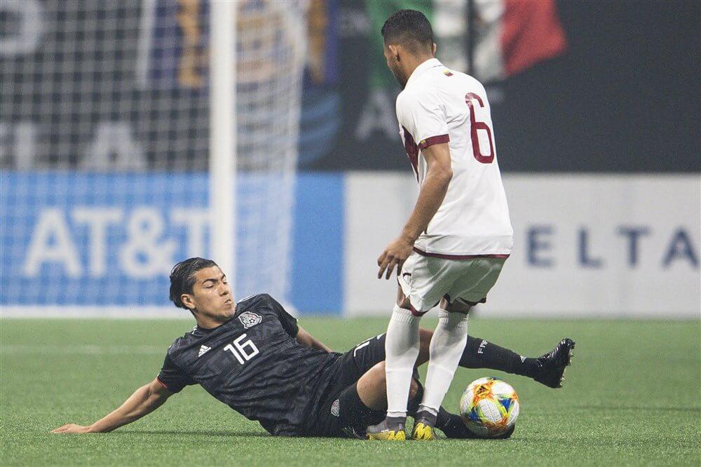 Érick Gutiérrez valt met hamstringblessure uit tijdens overwinning Mexico; image source: Pro Shots