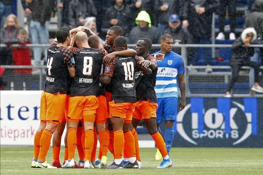 Ruime en degelijke overwinning voor PSV op bezoek in Zwolle; image source: Pro Shots