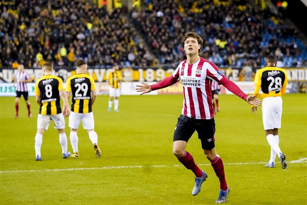 """""""PSV op 15 augustus in Philips Stadion tegen Vitesse met duizenden supporters op tribune""""; image source: Pro Shots"""